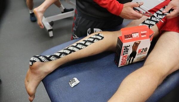 băng dán rocktape hỗ trợ giảm đau gót chân