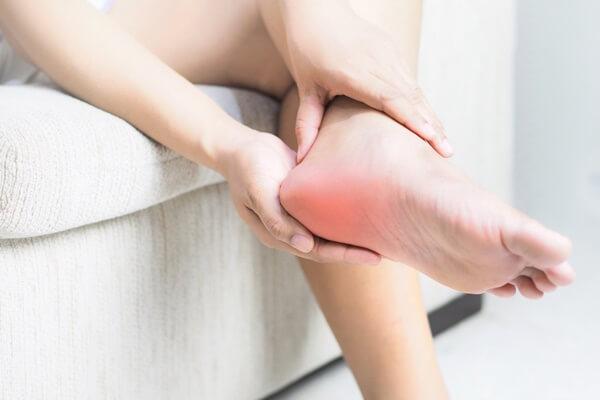những cơn đau khó chịu ở gót chân