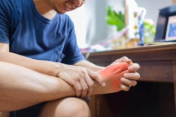 đau mu bàn chân là bệnh gì