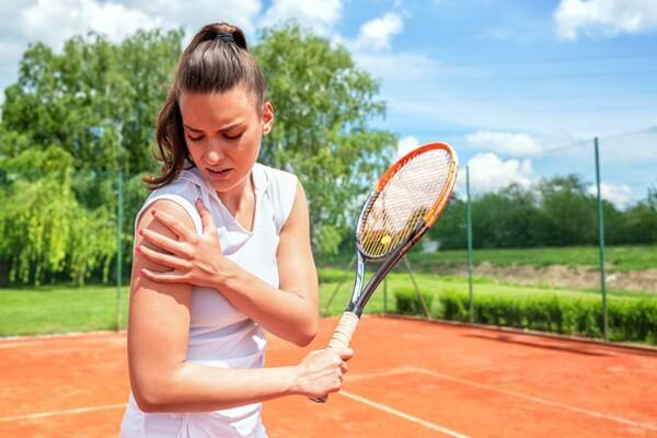 chơi tennis dễ bị đau vai trái phải