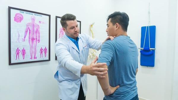 điều trị các cơn đau xương khớp bằng nắn chỉnh cột sống