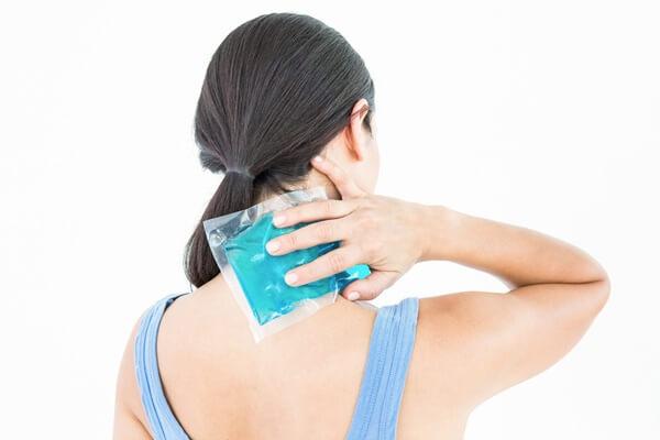 cách giảm đau và căng cứng cơ cổ