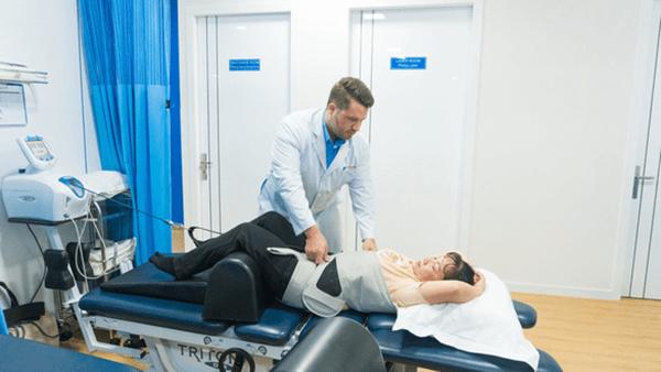 nắn chỉnh xương khớp tại phòng khám acc