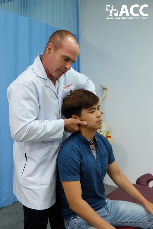 Điều trị đau cổ bằng Trị liệu thần kinh cột sống