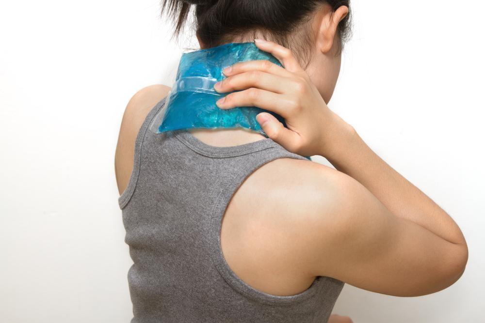 chườm lạnh giúp giảm sưng đau hiệu quả