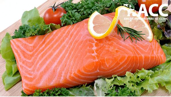 người bị đau khuỷu tay nên ăn cá dầu