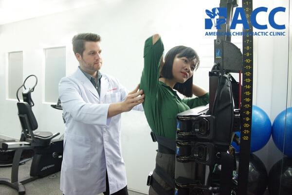 Điều trị vẹo cột sống với thiết bị vận động trị liệu ATM2
