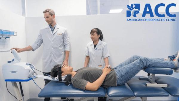 kéo giãn giảm áp cột sống cảu bệnh nhân bằng thiết bị DTS