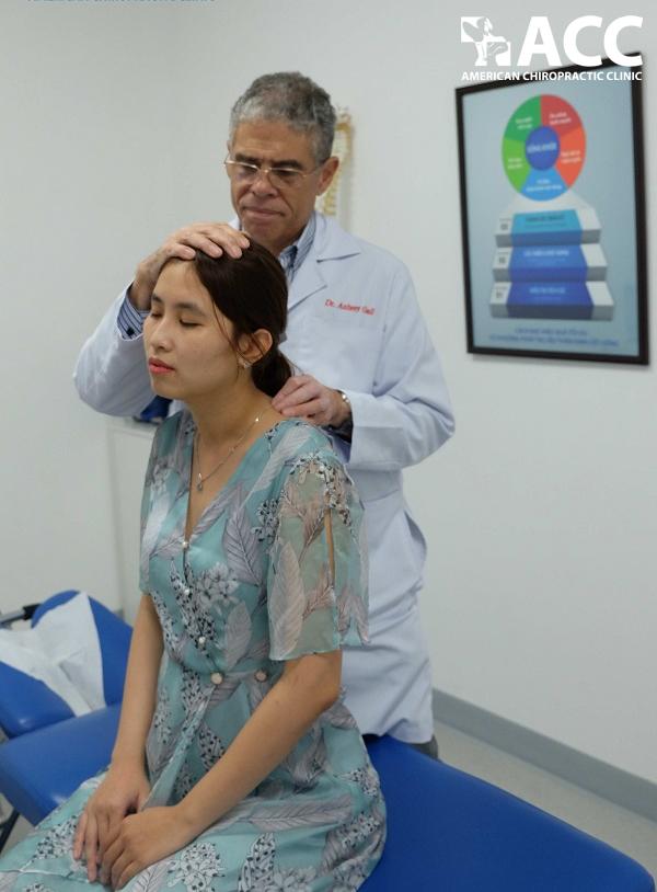 Điiều trị đau cổ sau khi ngủ dậy bằng Trị liệu thần kinh cột sống
