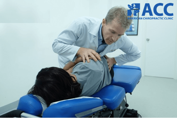 chữa đau lưng dưới bằng phương pháp Chiropractic