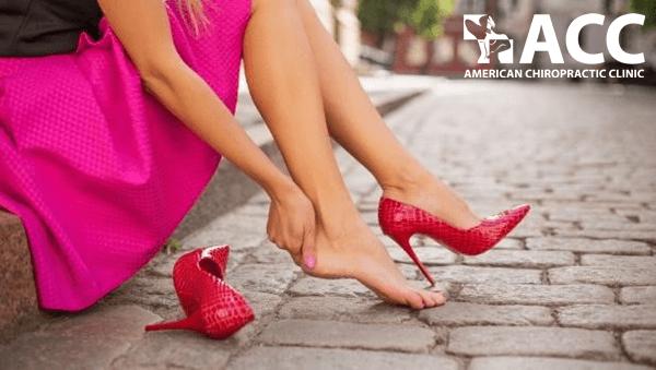 mang giày cao gót khiến bạn bị bong gân