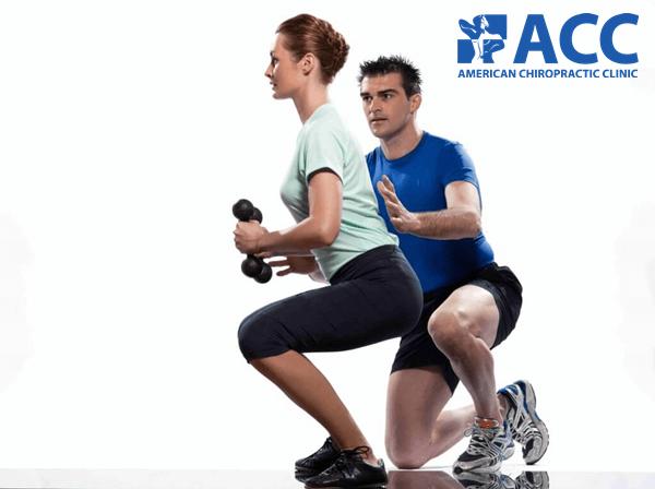 Huấn luyện viên chiro-gym hướng dẫn phương pháp và tư thế cho người tập