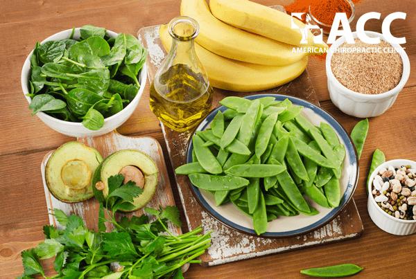 bổ sung vitamin K giúp ngăn ngừa thoái hóa cột sống