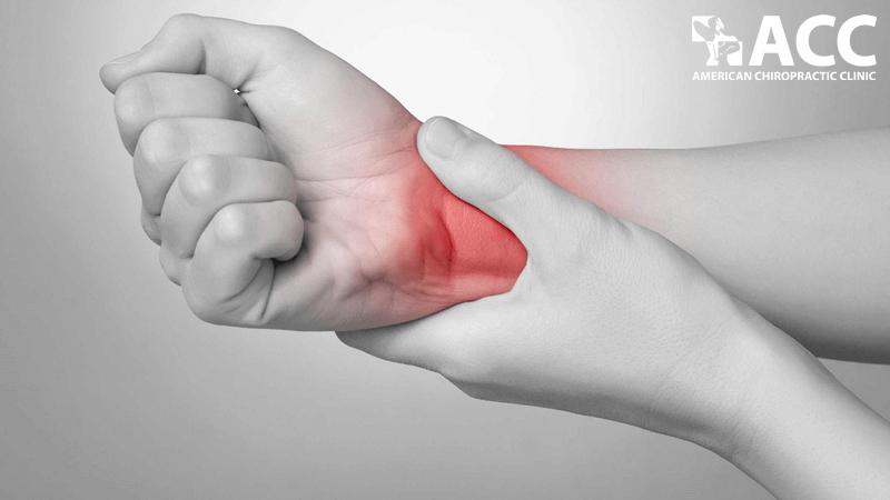 đau cổ tay phải những không sưng