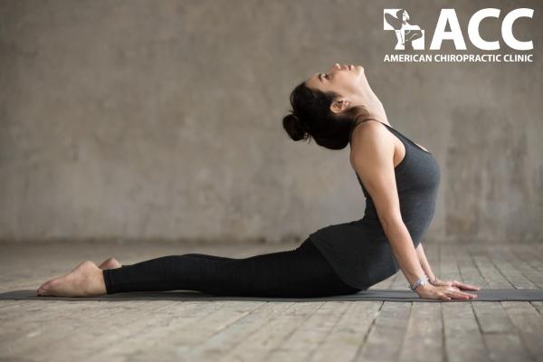 bài tập chữa đau thắt lưng tư thế rắn hổ mang