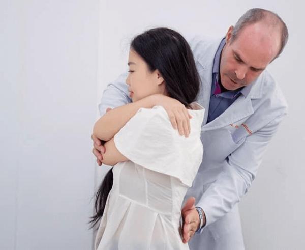 trị liệu thần kinh cột sống chữa đau xương khớp
