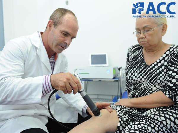 Bác sĩ ACC điều trị các vấn đề về dây chằng khớp gối