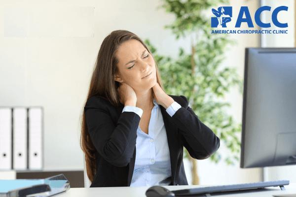 Nhân viên văn phòng thường bị căng cơ ở cổ và vai gáy