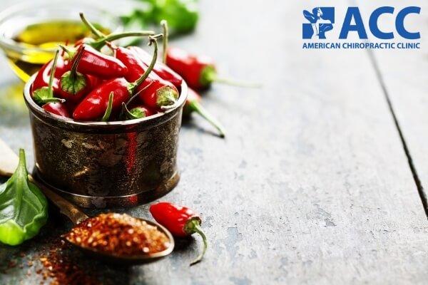 Người bệnh thoái hóa cột sống nên hạn chế ăn các loại thức ăn cay nóng