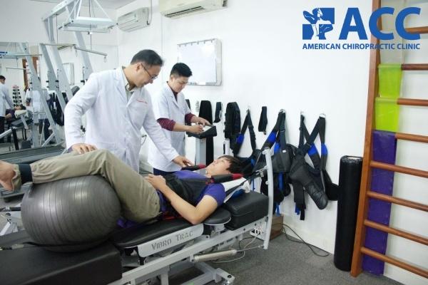 Bệnh nhân điều trị đau lưng tại phòng khám ACC