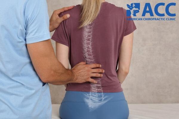 đau lưng trên do bệnh Scheuermann