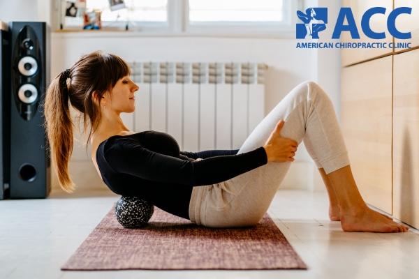 Massage bằng bóng xốp tại nhà giúp giảm đau lưng tạm thời
