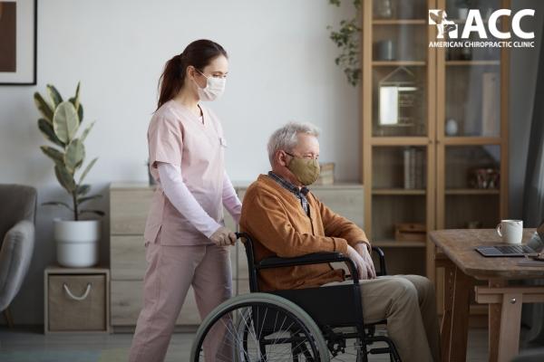 Người cao tuổi có nguy cơ mắc COVID-19 và xuất hiện hội chứng hậu nhiễm COVID-19 cao hơn người trẻ tuổi