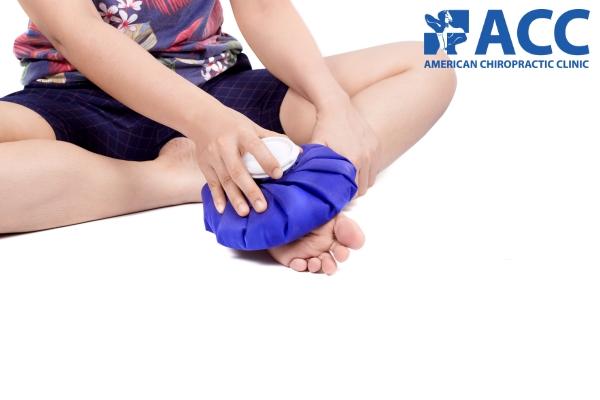 Chườm lạnh trị đau gót chân tại nhà
